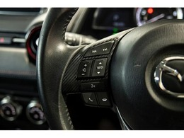 ステアリングオーディオリモートコントロールスイッチ。ナビと連動させるとステアリングから操作することができる便利な機能です!