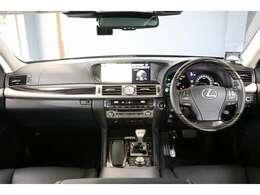 ドライバーズモニター 黒革エアシート サンルーフ ETC2.0 ステアリングスイッチ ステアリングヒーター オートマチックハイビーム LEDヘッドライト リアサンシェード