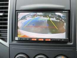 ドライブ中は楽しく♪駐車の時は頼れる味方!シフトレバーを「R」にすればバックビューモニターに早変わり!