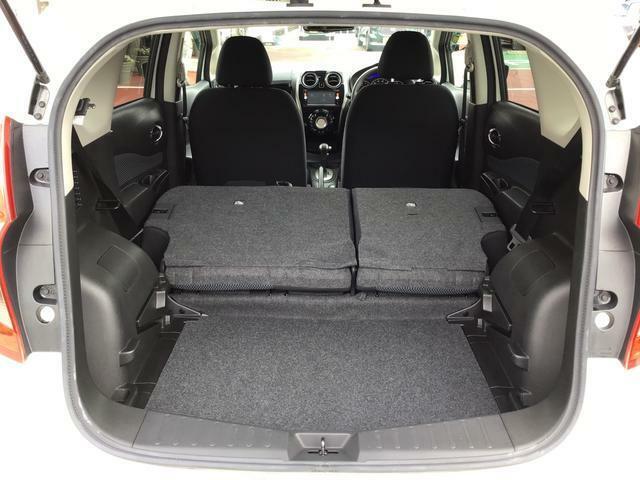リヤシートを倒すと長さのある荷物の積載も可能