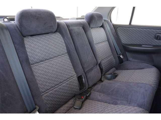 【リアシート】リアシートもしっかりとルームクリーニング済みで快適にお乗りいただけます。ぜひ現車にて実際に確認してください。