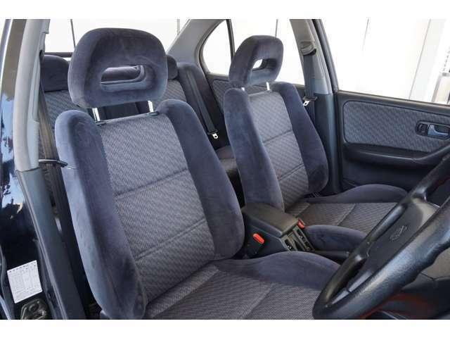 【フロントシート】ルームクリーニング済みで快適にお乗りいただけます。ぜひ現車にて実際に確認してください。