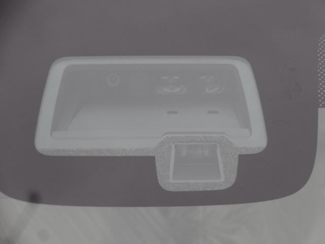 デュアルセンサーブレーキサポート装備