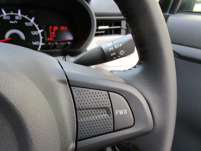 オートライト 革巻きステアリング ワンタッチで「パワーモード」への切り替えが可能。