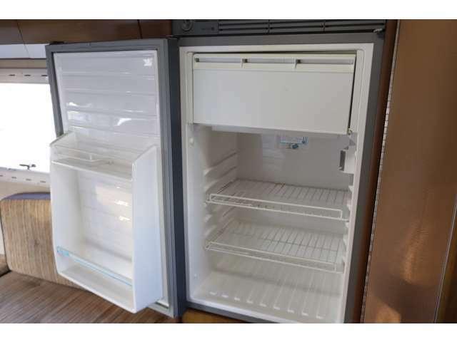 冷蔵庫は大型の90Lです!