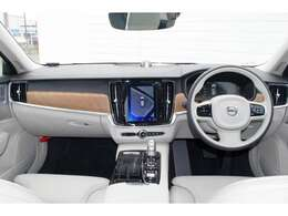 北欧スカンジナビアンのインテリアデザインは乗員をやさしく包み込む様な温もりを感じさせてくれます。長く乗っても飽きがこない上質な素材を使用しています。