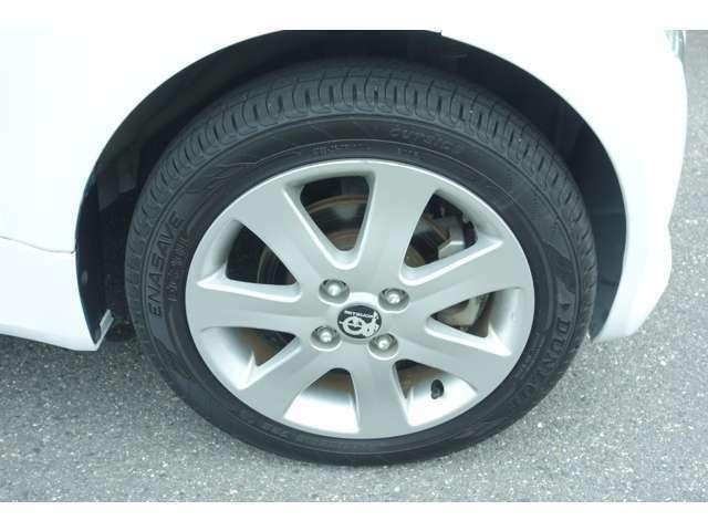 タイヤ溝もまだまだあります。