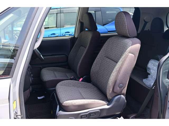 車内はブラウン系のシート地を採用しています。運転位置も少し高いので、足腰への負担が少なく楽な運転姿勢が特徴です。さらに当社において内装をクリーニング&除菌処理済みです★☆★☆★