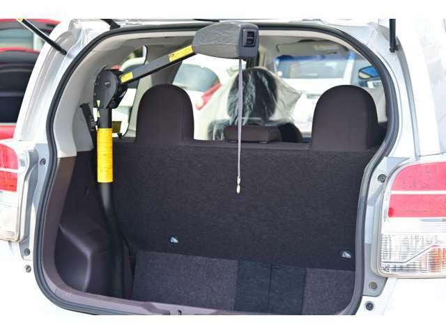 電動式の車いす収納装置を装着しています。乗員はシートへ車いすはトランクスペースに乗せられます★☆★☆★