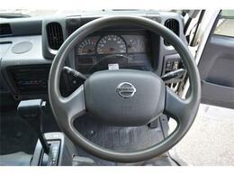 ■運転しやすいアトラス♪ハンドルも軽く、ゆったり座れます♪■