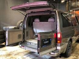 トランクも広々と使いがても非常に便利です。3列シートも取り外しが可能ですので、バリエーションえお楽しめる1台かと思います!!