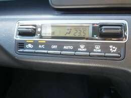 運転中の操作も簡単に出来る、オートエアコンです。