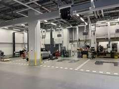 整備工場併設です。 車検・修理・点検お気軽にご相談下さい!!