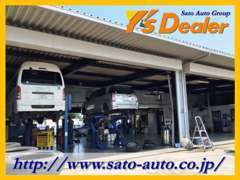 自社指定工場を併設!リフトも複数あり本格的な整備が可能でございます。また代車も無料にて貸出をしております。