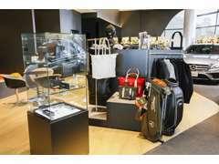 コレクションの展示は、季節に合わせた様々な展示をご用意いたします。メルセデス・ベンツの世界観をお楽しみ下さいませ。