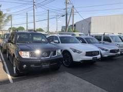 広い駐車スペースもございます。横幅2mの車でもOKです。