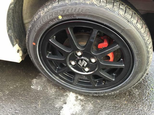 タイヤはさほど使用感ありません。純正の15インチアルミホイール装着