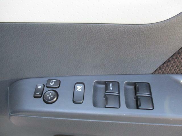 運転席ドアに、電動格納ドアミラー、パワーウィンドウスイッチ☆