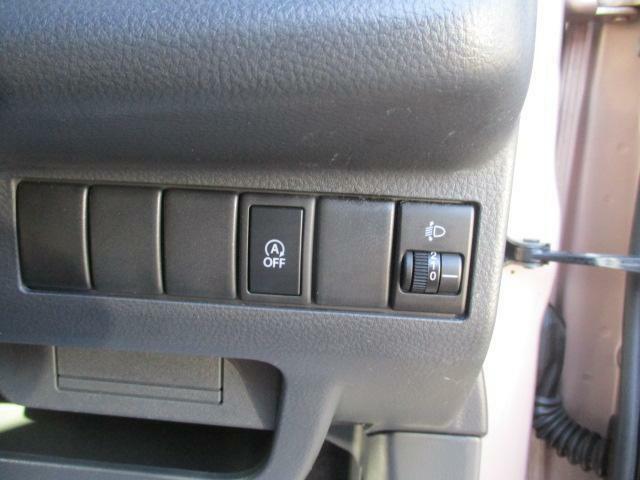 アイドリングストップのオフスイッチとヘッドライトを上下に調整するスイッチです★