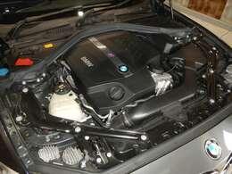 コンパクトなボディに、自然吸気エンジンのような官能的な吹けあがりと、ターボ・テクノロジーによるパワーを併せ持つ新開発の3L 直列6気筒Mツインパワー・ターボ・エンジン
