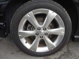215/50/R17 純正アルミホイール&タイヤがかっこいいです。