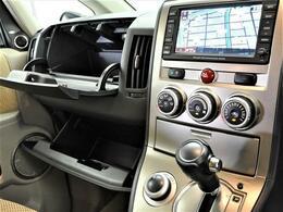 純正ナビ・ロックフォードオーディオ・ワンオーナー車・フロント、サイド、バックカメラ・ETC・HID・シートヒーターなどの装備がついています☆