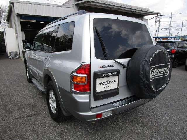 パジェロの左リヤビュー UV&プライバシーガラスで、車内の紫外線&プライバシーをシャットアウト