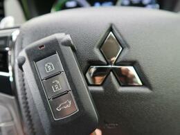【エンジンスイッチ+キーレスオペレーションシステム】キーをポケットやカバンに入れておくだけで取り出さずに、エンジンスタートもドアの開閉も可能で便利です☆