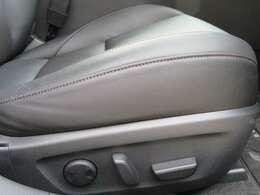 運転席パワーシートは便利なメモリー機能付きです☆