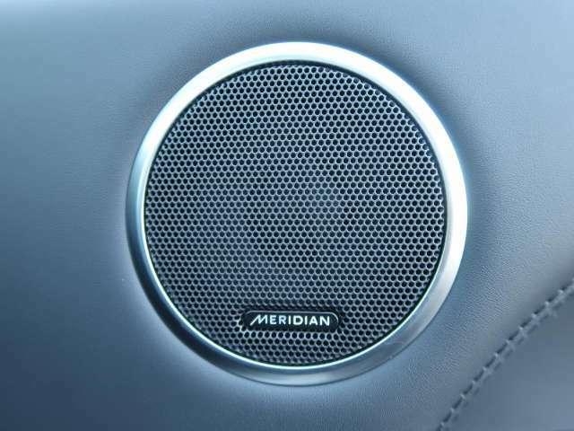 【MERIDIANシグネチャーサウンド】上位のMERIDIANシグネチャーサウンドシステム。23個のスピーカーとデュアルチャンネルサブウーファーに加えて、新次元のサラウンドサウンドを生み出します!