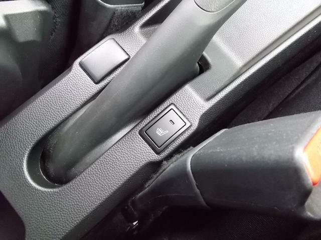 運転席にシートヒーターを装備!すぐに温まって快適です♪
