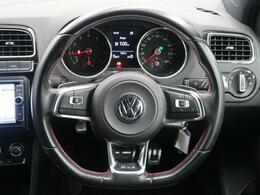 GTIの個性を際立たせる赤のライン、専用のインテリア。先進のテクノロジーをまとい力強い加速でアグレッシブなドライブをあなたに。