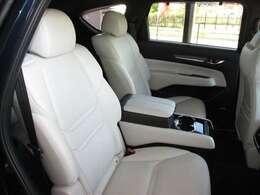 セカンドシートはキャプテンシートでゆったり乗車!