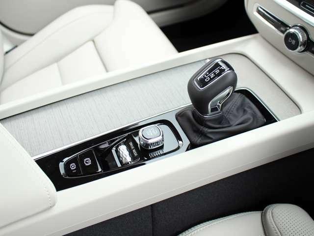 アイシン製8速にはスポーツモード、マニュアルモード、エコノミーモードを備え、ドライバーの意思を走りに反映させます。