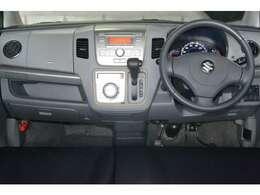 すっきりとしたワゴンRらしいデザインのダッシュ回り♪運転席からの視認性もよく運転しやすいです!!!