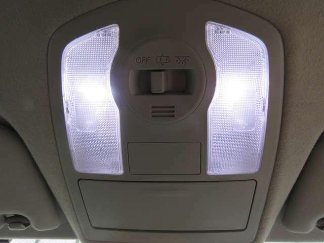 室内照明は全てLEDに変更されているので夜間の室内はとても明るいです☆