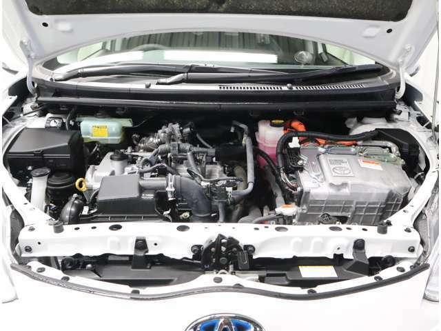 トヨタ認定中古車のハイブリッドのお車は、中古車への不安を解消するために、ハイブリッドの保証が、新車登録から10年間、累計走行距離20万キロまで、長期的な保証です。安心していただける保証です。