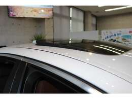 サンルーフ&とても綺麗な状態のドアモール☆欧州車にありがちなドアモールのウロコはほとんど見受けられません☆