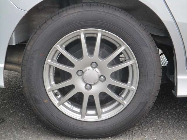 185/65R15。サマータイヤ純正サイズ。