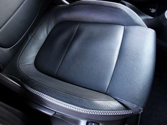 シート座面にほつれや汚れはございません。詳しくはフリーコール0078-6002-080898