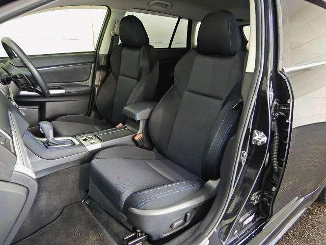 程良いホールド感のあるフロントシートは、高速走行でも安心して身を任せる事ができます!ブルーのステッチがポイントです☆