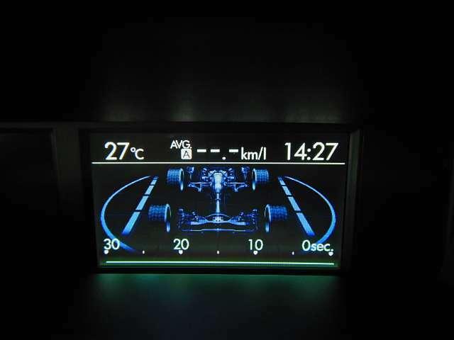 ダッシュボード上部中央にあるマルチファンクションディスプレイで車両状態を瞬時に把握♪安全で効率的なドライビングに貢献します☆