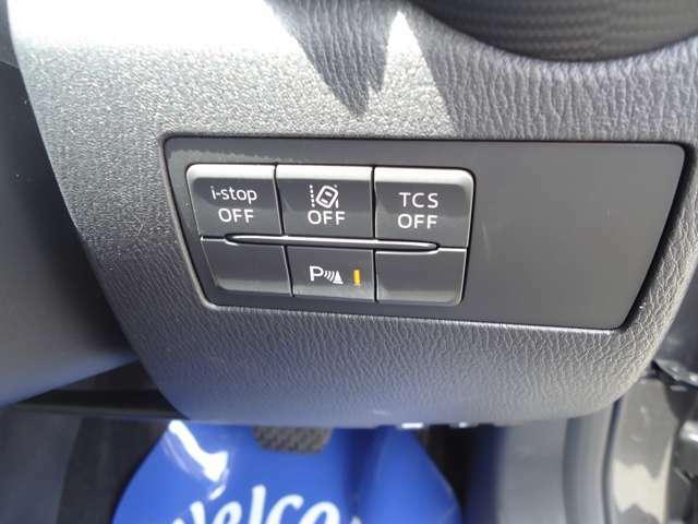 車線逸脱警報システム(LDWS)車が線を踏み越える可能性がある時警報音で注意を促します。