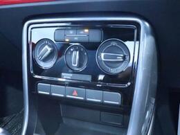エアコンはダイヤル式なので見やすく操作しやすいデザインです。
