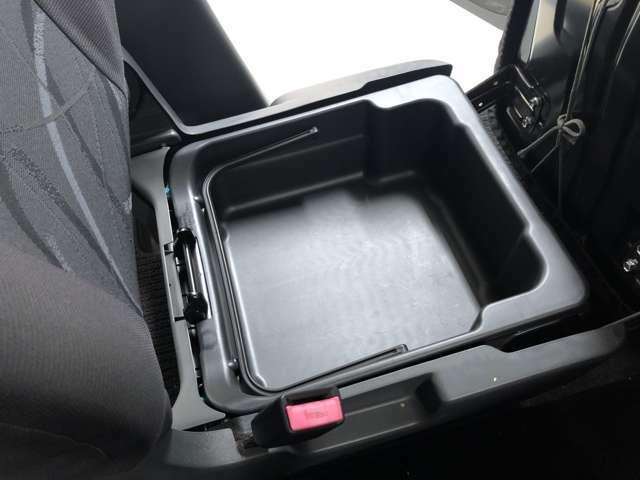 「シートアンダーボックス」便利な収納スペース!
