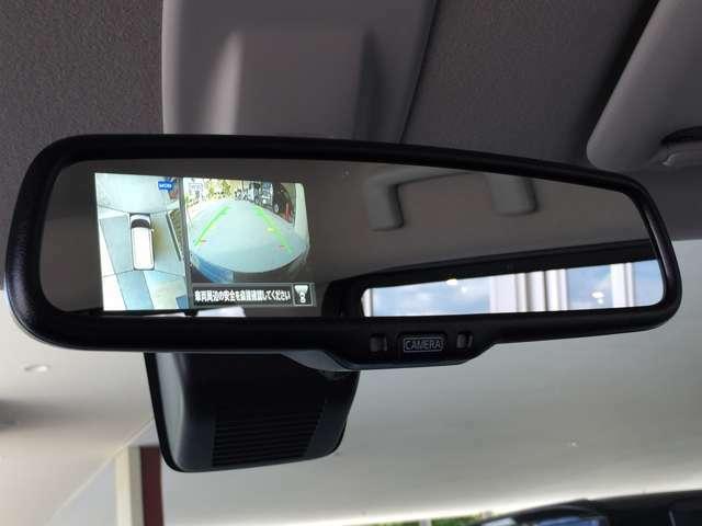 駐車中の車を空から見下ろしているかのような映像で表示し、駐車をアシストします。