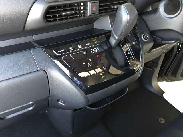 タッチパネル式のオートエアコン☆近未来的で乗っている方もわくわくになります。