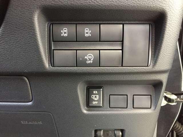 両側パワースライドドア&フットセンサー付き!アイドリングストップがついているのでお財布にも優しいお車です。