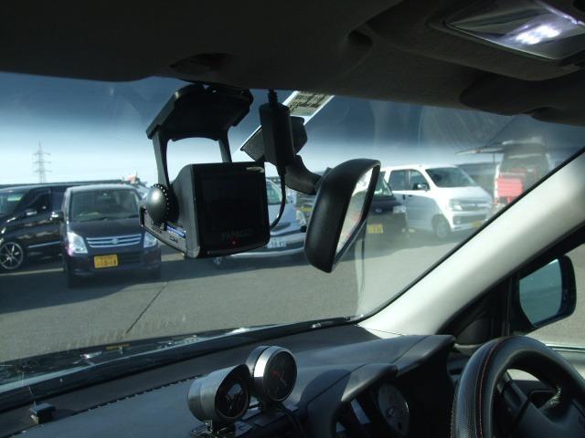 必需品のドライブレコーダー付き