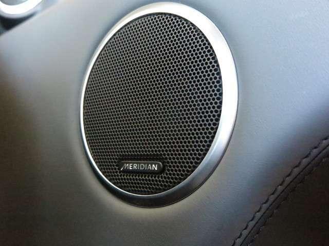Meridianサウンドシステム「フロント/サイド/リアスピーカーとデュアルチャンネルサブウーファーを採用。心揺さぶるライブパフォーマンスを堪能できるサウンドシステム。